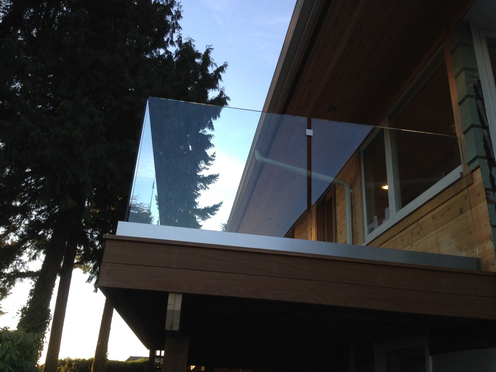 Recent project exterior railings in west vancouver for Exterior glass railing