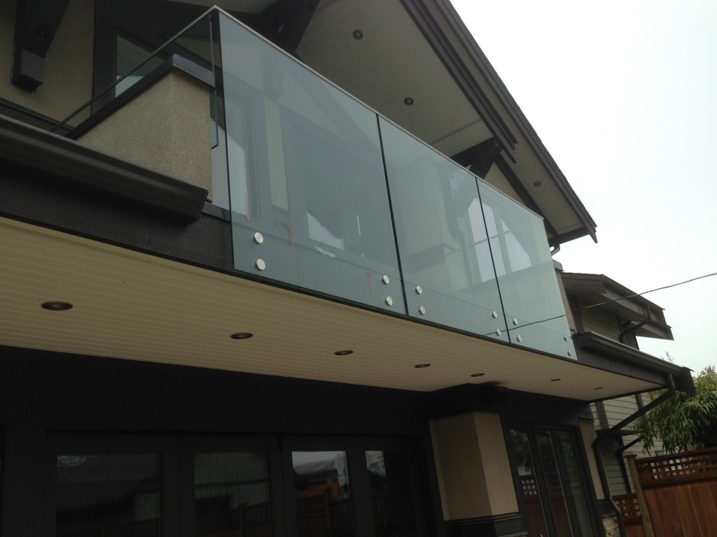 Glass railing encosure